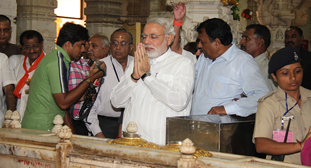 Narendra_Modi_prays_at_Somnath_Temple_on_last_Monday_of_Shravan