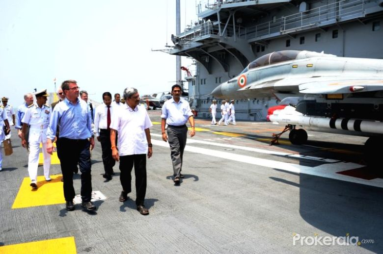 union-defence-minister-manohar-parrikar-and-us-407230