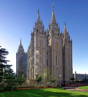 800px-Salt_Lake_Temple,_Utah_-_Sept_2004-2